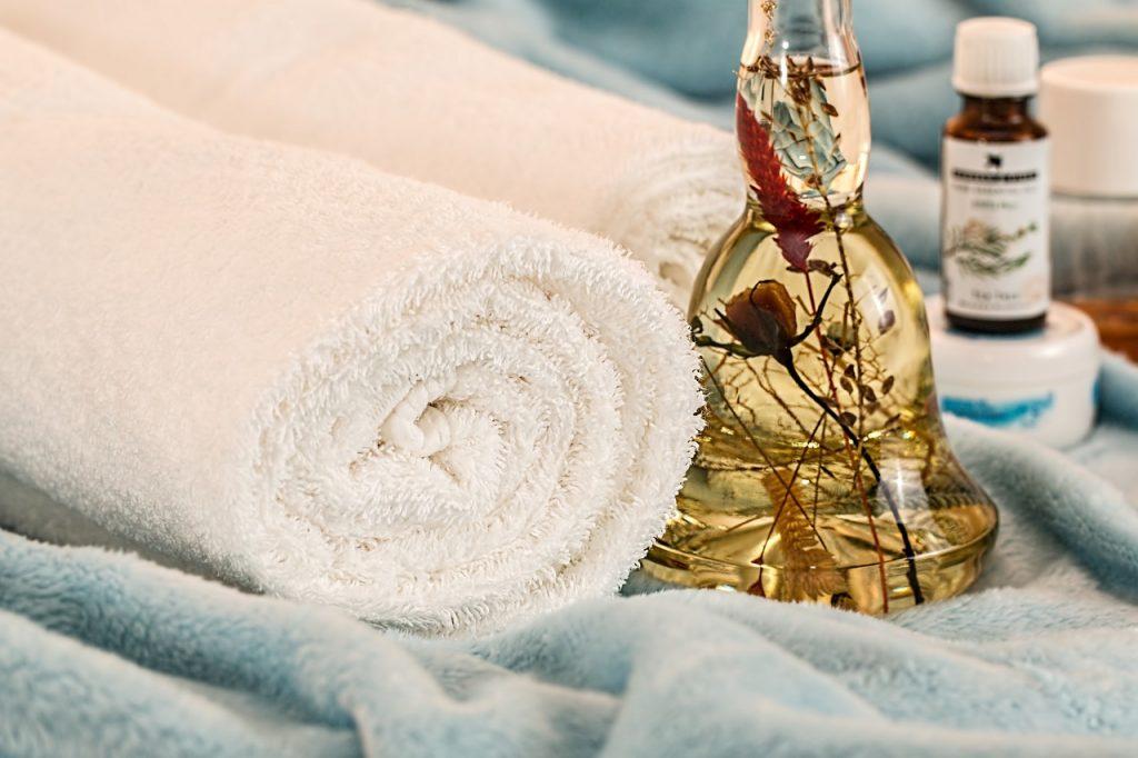 massage cheveux huiles essentielles